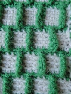 crochet pattern   for Outline Squares.  Would be good for making a TARDIS!!  :D