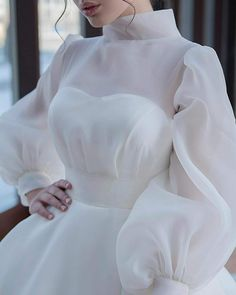 Wedding Dress Bustle, Classy Wedding Dress, Fancy Wedding Dresses, Simple Wedding Gowns, Bridal Dresses, Long Party Gowns, Ball Gown Dresses, Beautiful Outfits, Couture