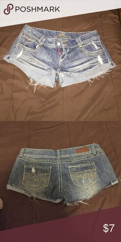 Women's Jean shorts. Women's Jean shorts great condition. Almost like new Shorts Jean Shorts