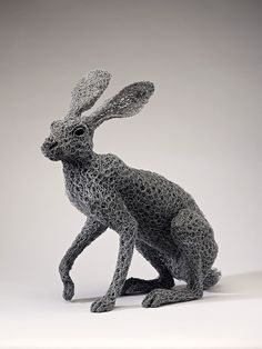Chicken-Wire Animal Sculptures by Kendra Haste - Homeli Chicken Wire Art, Chicken Wire Sculpture, Chicken Wire Crafts, Rabbit Sculpture, Art Sculpture, Sculptures Sur Fil, Animal Sculptures, Wire Sculptures, Colossal Art
