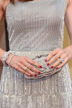 #oscar2014 - Jennifer Garner   Detalle de los brazaletes de diseño vintage y anillos entre los que destaca una sortija con un diamante amarillo