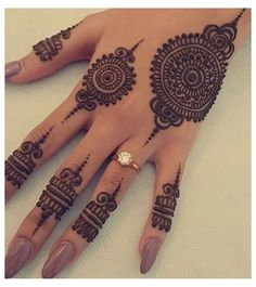 Dulhan Mehndi Designs, Circle Mehndi Designs, Pretty Henna Designs, Modern Henna Designs, Henna Tattoo Designs Simple, Finger Henna Designs, Back Hand Mehndi Designs, Latest Bridal Mehndi Designs, Mehndi Designs For Beginners
