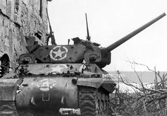 World War, Italy, theater of war Battle of Anzio/Nettuno January-May US-tank Wolverine at Aprilia.March 1944 - pin by Paolo Marzioli M10 Wolverine, M10 Tank Destroyer, Italian Campaign, Us Armor, Armored Fighting Vehicle, Military Modelling, Ww2 Tanks, Armored Vehicles, Military History