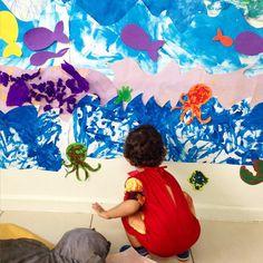 Hoje foi o dia da exposição de artes da escola do meu filhote. Ainda estou totalmente apaixonada pelo painel de fundo de mar que esses pequenos fizeram. Lindo demais! ❤️