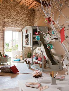 Zona de juegos con casita con tobogán €#design #home
