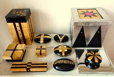 .piedras y cajas en oro y plata