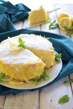 Una TORTA AL LIMONE soffice con SOLE 4 uova, la base è molto particolare, buona anche da sola! http://blog.giallozafferano.it/lapasticceramatta/torta-al-limone/