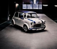 Classic Mini in white/blue: unusual, however a beauty Mini Cooper S, Mini Cooper Classic, Classic Mini, Classic Cars, Mini Morris, Mini Clubman, Minis, Mini Things, Small Cars