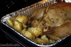Fazer frango assado inteiro é muito simples, mas para quem está começando a cozinhar pode parecer um bicho de sete cabeças né? Então vou passar para vocês uma receitinha bem simples, e quem já é fe…