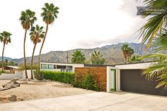 Mid-century home with a pool in Palm Springs. Let's go on vacation!