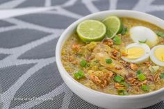 Chicken Arroz Caldo Recipe - Panlasang Pinoy-Chicken arroz caldo is a type of Filipino rice porridge with chicken. It is best served when topped with boiled eggs, some scallions, and roasted garlic. Fun Easy Recipes, Rice Recipes, Pork Recipes, Vegetable Recipes, Chicken Recipes, Easy Meals, Recipe Chicken, Arroz Caldo Filipino Recipe, Filipino Recipes