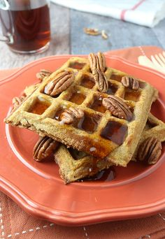 Start your mornings off right with Pumpkin Pie Spiced Waffles!   Shared via www.ruled.me/