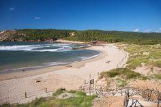 Spanien är ett lockande resmål för strandälskaren. Skyscanner har listat de 10 bästa stränderna!