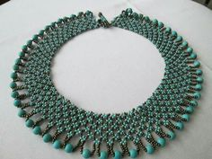 Kolye Beaded Necklace Patterns, Beaded Jewelry Designs, Bead Jewellery, Seed Bead Jewelry, Jewelry Necklaces, Beaded Bracelets, Bead Embroidery Jewelry, Beaded Bags, How To Make Necklaces