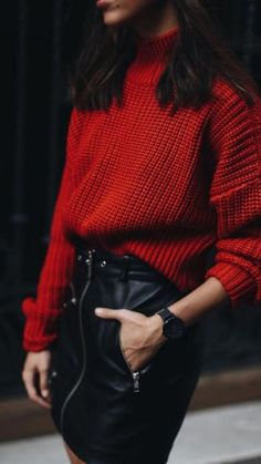red sweater and leather skirt. love this winter outfit Best Casual Outfits, Fall Outfits, Casual Christmas Outfits, Skirt Outfits For Winter, Christmas Outfit Women, Christmas Ootd, Christmas Clothes, Dress Casual, Effortless Style