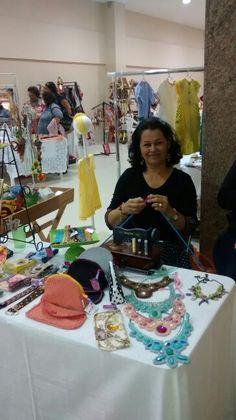 Néa Gusmão na 1° mostra de artesanato no Shopping Conquista Sul.
