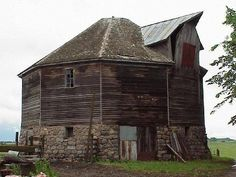 Obviously an old barn - but where is it located?