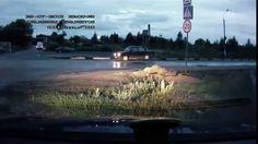 Comment les Russes conduisent quand ils passent sur un dos d'âne ? #russia #video #voiture
