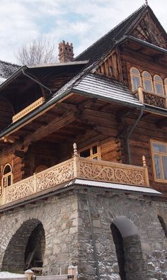This is a Polish home, Zakopane Style. This style is know to have small, beautiful details. Amazing Architecture, Architecture Details, Casa Viking, Beautiful Homes, Beautiful Places, Poland Travel, Cabins And Cottages, Log Homes, Future House