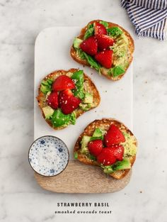 My preferred avocado toast formula! Velvety avocado, balsamic strawberries, and crisp basil make the ideal new fixings for this light spring lunch. The best avocado toast formula! Make it for a light lunch, a bite, or as a spring supper tidbit. Avocado Dessert, Chorizo, Best Avocado Toast Recipe, Avacado Toast, Bruschetta Recept, Healthy Desayunos, Toast Pizza, Mini Pizza, Smashed Avocado