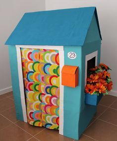 House with flower box Cardboard Houses For Kids, Cardboard Box Crafts, Cardboard Playhouse, Cardboard Crafts, Diy Arts And Crafts, Diy Crafts, Diy For Kids, Crafts For Kids, Diy Toys