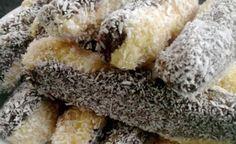 Kokosové nepečené tyčinky | NejRecept.cz No Bake Treats, No Bake Desserts, Dessert Recipes, Czech Recipes, Ethnic Recipes, Fudge, Muffins, Ice Cream Candy, Hungarian Recipes