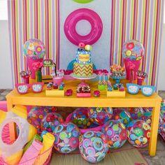 """""""Festa pool party 💕💕 Imagem do ig decor Por Beach Ball Party, Pool Party Kids, Summer Pool Party, Water Party, Luau Party, Summer Parties, Barbie Birthday, Barbie Party, 2nd Birthday Parties"""