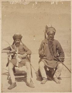 Gurús sijes, miembros de regimientos de Punyab - La primera etapa de la guerra terminó en mayo de 1879 con el Tratado de Gandamak: este permitía a los afganos mantener la soberanía interna, si bien los obligaba a ceder a los británicos el control de su política exterior. La lucha se reanudó en septiembre de 1879, después de un levantamiento antibritánico en Kabul, y finalmente concluyó en septiembre de 1880 con la batalla decisiva de Kandahar.