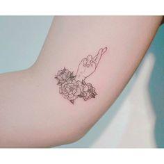 타투어 밤 @baam.kr .  #tattooer_baam #baam_tattooing . #tattoo #타투 #tattooing #문신 #ink#minitattoo #미니타투 #girlytattoo #여자타투 #팔타투 #flower #탄생화타투#꽃 #꽃타투 #flowertattoo #colortattoo #흑백타투 #레터링 #illust #illustration #drawing - Cezy