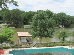Lakehouse with Swimming Pool & Hot Tub with 3+ Bedrooms