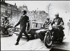 1966. Amsterdam riot police unit the Mobile Eenheid in action at the Rokin in Amsterdam. Photo Ed van der Elsken. #amsterdam #1966 #Rokin