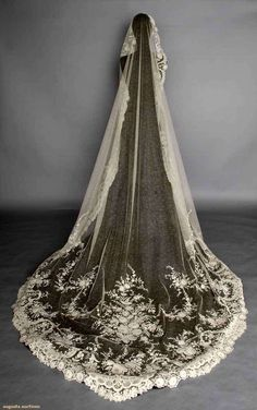 point de gaz wedding veil c cathedral length point d'esprit machine-made net w/ fine hand made needle lace flower blossoms bouquets & garlands x Vintage Gowns, Vintage Lace, Bridal Headpieces, Bridal Gowns, Wedding Veils, Wedding Dresses, Lace Wedding, Wedding Hair, Bridal Hair