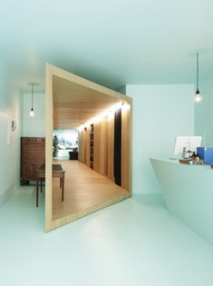 Yea im definitely looking towards japanese architecture. They do so much with small spaces, and I prefer a small tight place most of the time. But that hallway is so de casas design office interior decorators Architecture Cool, Japanese Architecture, Natural Architecture, Installation Architecture, Container Architecture, Commercial Architecture, Sustainable Architecture, Residential Architecture, Exterior Design