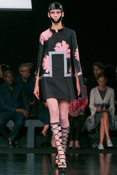 Flora-graphic genius / A look from the Alexander McQueen Spring 2015 RTW collection. (Photo: Nowfashion)