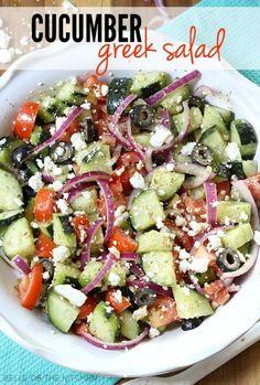 Deze Griekse Komkommer Salade is licht en verfrissend. Heerlijk bij de #BBQ
