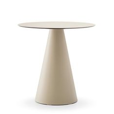 Ikon 865 is a polypropylene coffe table suitable for indoor and outdoor use. Colours: white, black, light grey and beige. Height: 710 mm.