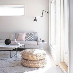 ☀ Ihanaa kun aurinko paistaa.. Muuten onkin saanut maata sohvan pohjalla sairastaen koko viikonlopun 😷 se niistä pihatöistä... 🌱 Ensi viikolla uusi yritys. #omakoti #myhome #olohuone #livingroom #sisustus #interiør #interiordesign #homeinspo #homeinspiration #inredningsinspo #hus10a #homestyling #interiorstyling #instahome #instakodit @futurenordichome #immyandindi #charmingsunday #mitinspo @mitlyse #mynordicroom #hellinterior1 #hem_inspiration #homeinterior #myinterior