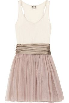 I need to make this! The perfect dress for attending weddings this summer.