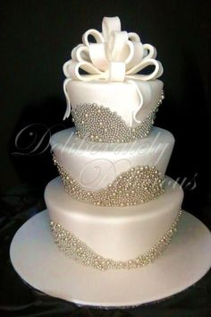 Country Wedding Decorations - Rustic Wedding Decor and Photos for your Rustic Country Wedding Bling Wedding Cakes, Wedding Cake Pearls, Fondant Wedding Cakes, White Wedding Cakes, Elegant Wedding Cakes, Beautiful Wedding Cakes, Fondant Cakes, Wedding Cake Toppers, Beautiful Cakes