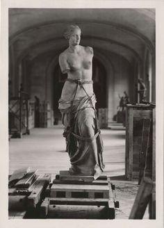 Louvre World War II #AphroditeofMilos