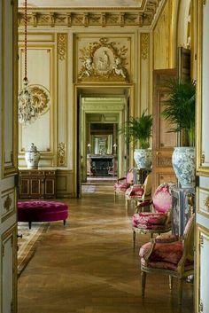 Enfilade of Louis XVI chairs.