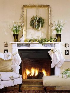 Mantel  Decorations : IDEAS & INSPIRATIONS : Decorate a Mantel with a Holiday Centerpiece