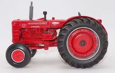 Ertl International I-D 9 Tractor 1993 Farm Show 1:16 Scale #Ertl #International
