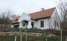Monoszló -  tervező: Mérmű Építész Stúdió Traditional House, Hungary, Cabins, Countryside, Farmhouse, Homes, Architecture, House Styles, Home Decor
