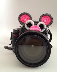 Crochet Camera Lens Buddy from With Love by Sim. It is great for professional photographers as well as parents to keep young children's attention while capturing the perfect photo! Plus, it looks adorable. #scottsmarketplace