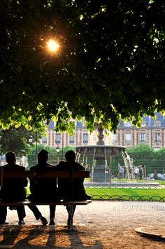 PARIS Le Marais I Young men on place des vosges. #paris