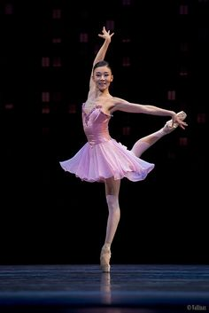 Who Cares? 2 Who Cares? versión concierto Coreografía: George Balanchine © The George Balanchine Trust Música : George Gershwin -arreglos de Hershy Kay- (The Man I Love, I'll Build a Stairway to Paradise, Embraceable You, Fascinatin' Rhythm, Who Cares?, My one and only, Liza, I got Rhythm)