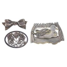 A selection of silver and white metal jewellery.