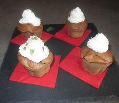 FORNELLI IN FIAMME: CHOCOLATE CUPCAKES WITH SOUR CREAM WITH CINNAMON AND PAPRIKA - Cupcakes al cioccolato con panna aromatizzata alla cannella e paprika