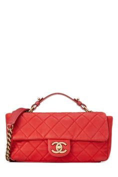 WHAT GOES AROUND COMES AROUND Red Soft Caviar Chic Flap - Chanel. #whatgoesaroundcomesaround #bags #shoulder bags #hand bags #lining #crossbody #suede #